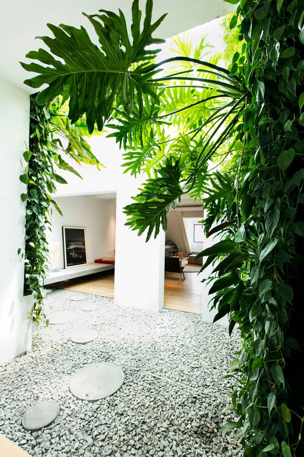 Mingzhu Nerval vertical living wall experts - luxury garden design, apartment in Shanghai, 2013