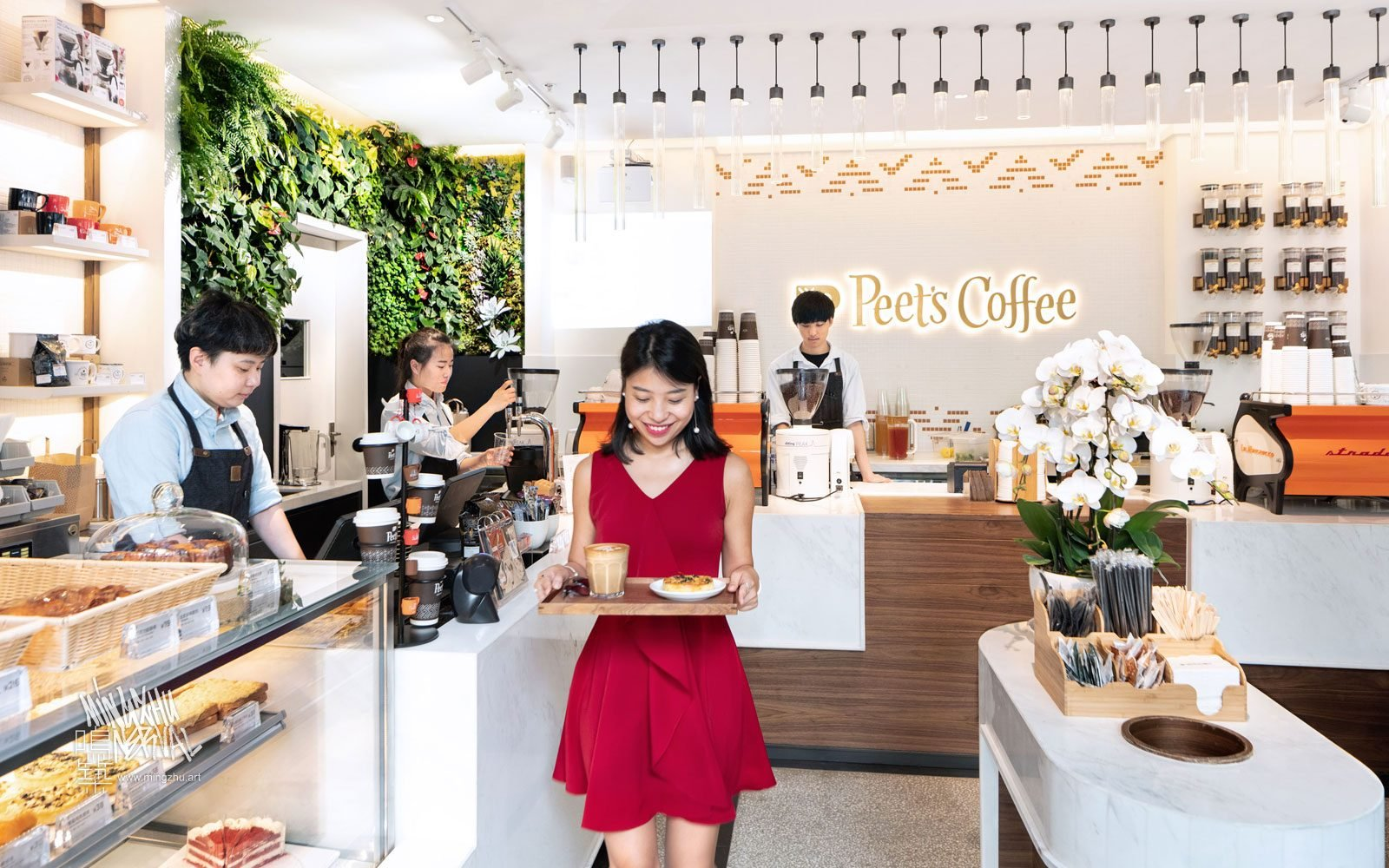 At Mingzhu Nerval, we thrive at creating the most beautiful vertical gardens in the world. For Peet's Coffee, we created a californian living wall design - Shanghai, 2018.