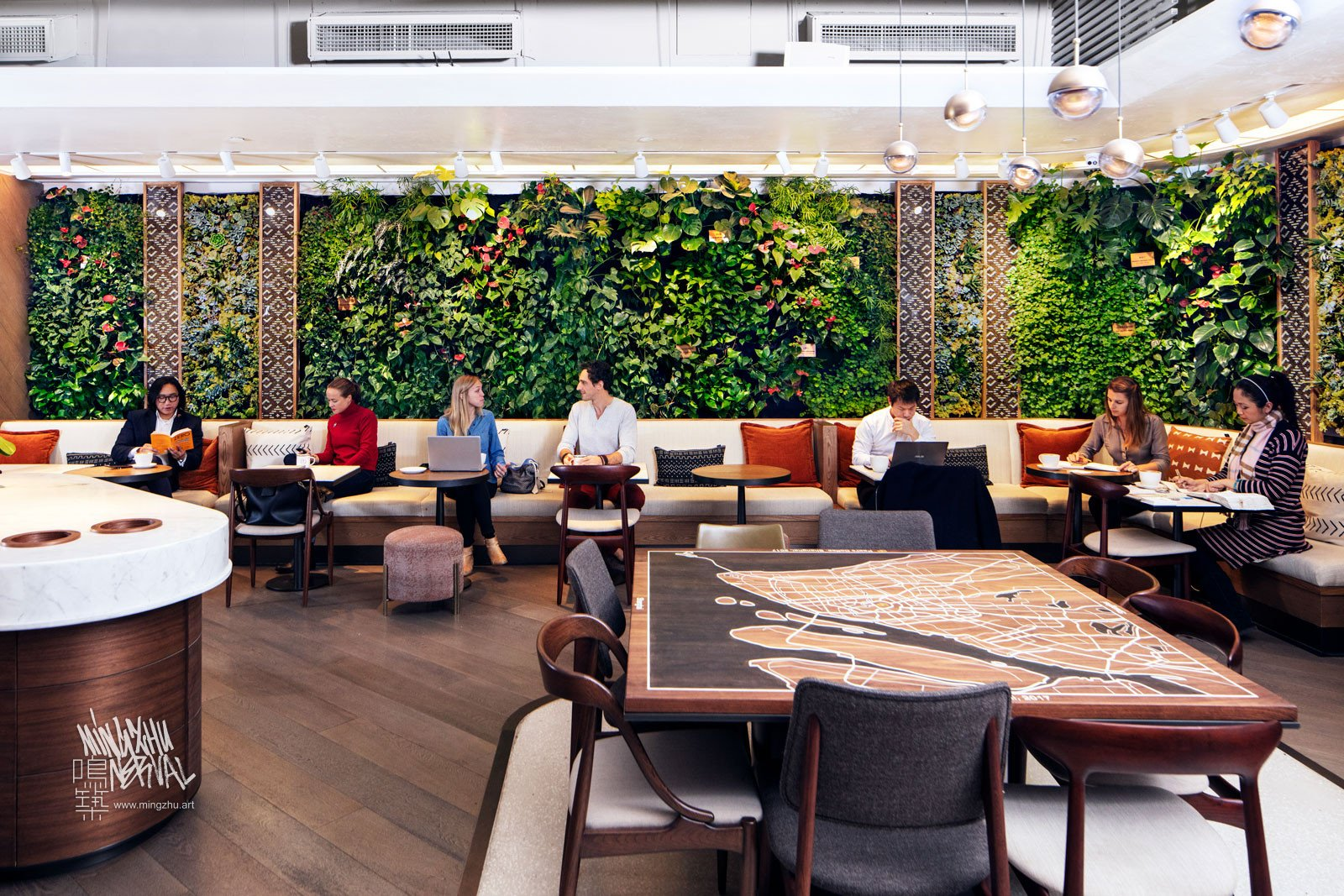 Mingzhu Nerval vertical living wall experts - vertical living green wall for Peet's Coffee Flagship, 2017